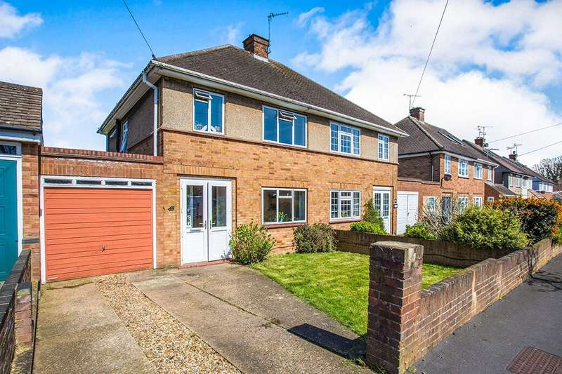 3 Bedrooms Semi Detached House for rent in Orchard Avenue, Watford, WD25