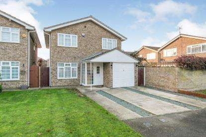 4 Bedrooms Detached House for sale in Clacton On Sea, Essex