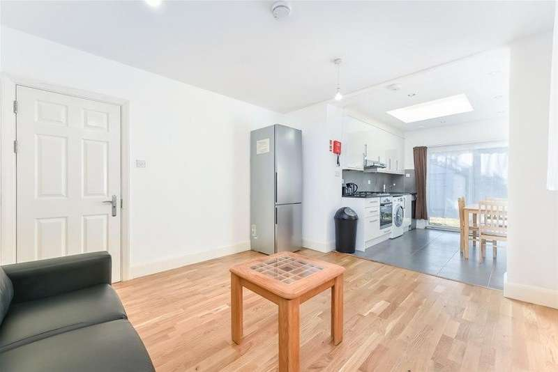 5 Bedrooms House for rent in Park Drive, Acton, W3
