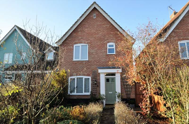 3 Bedrooms Detached House for sale in Roman Way, Halesworth