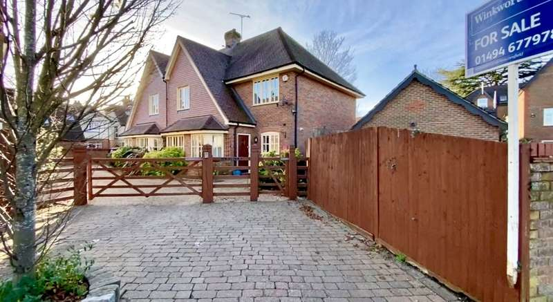3 Bedrooms Semi Detached House for sale in Reynolds Road, Beaconsfield, HP9