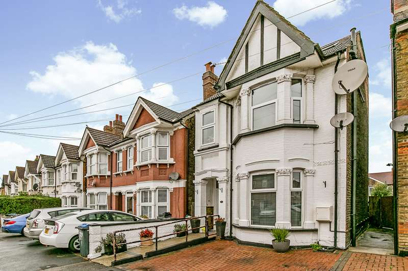 5 Bedrooms Detached House for sale in Broughton Road, THORNTON HEATH, Surrey, CR7