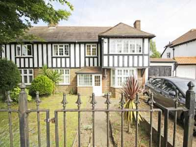 4 Bedrooms Semi Detached House for sale in London Lane, Bromley, Kent, BR1