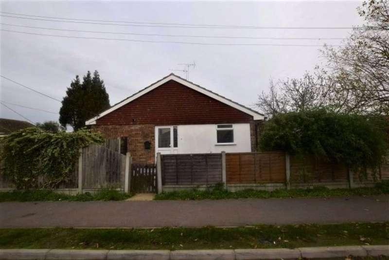 1 Bedroom Detached Bungalow for rent in Letzen Road, Canvey Isand, Essex