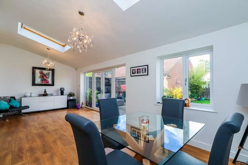 4 Bedrooms Detached House for sale in Clarkson Court, Normanton