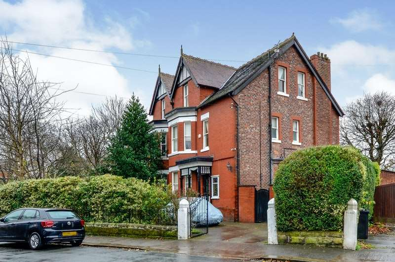 5 Bedrooms Semi Detached House for sale in Cecil Avenue, Sale, Greater Manchester, M33