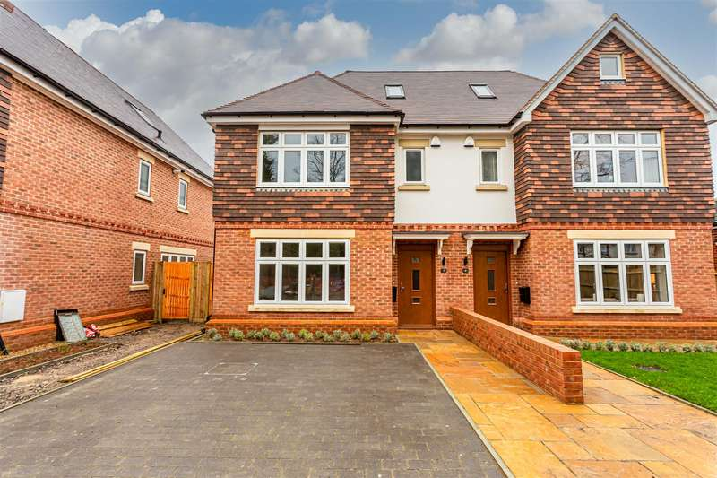 4 Bedrooms Semi Detached House for sale in The Drive, Banstead