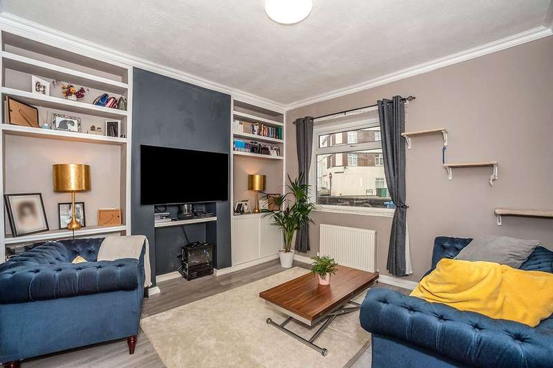 3 Bedrooms House for sale in Sandy Hill Road, London, SE18