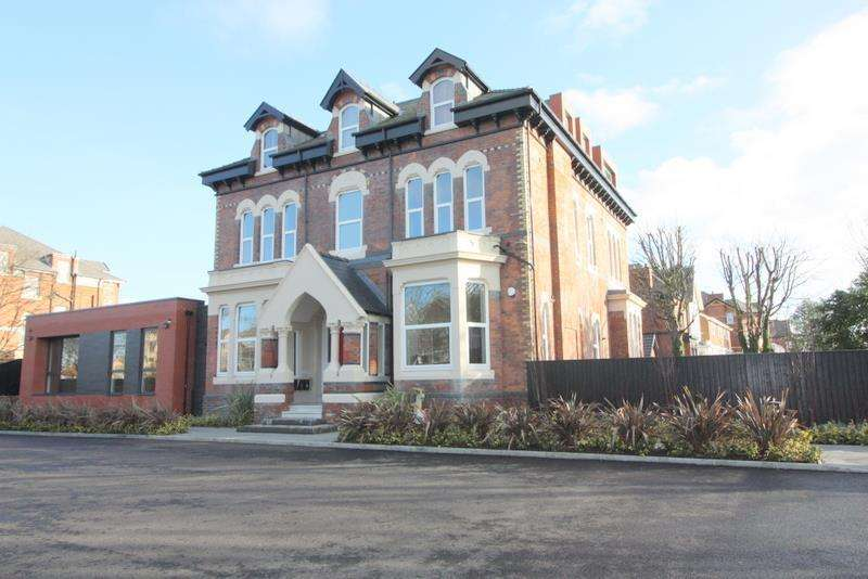 2 Bedrooms Apartment Flat for rent in Lansdowne House, 2 Blundellsands Road East, Liverpool