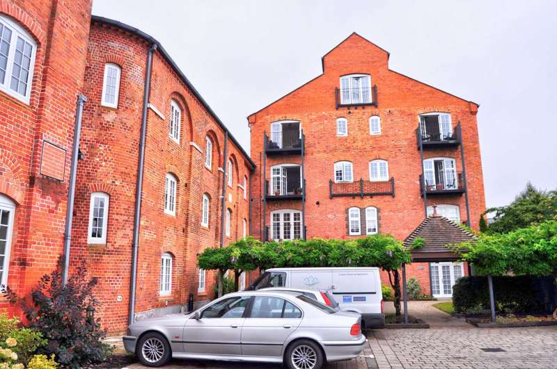2 Bedrooms Apartment Flat for rent in Brew Tower Barley Way, Marlow