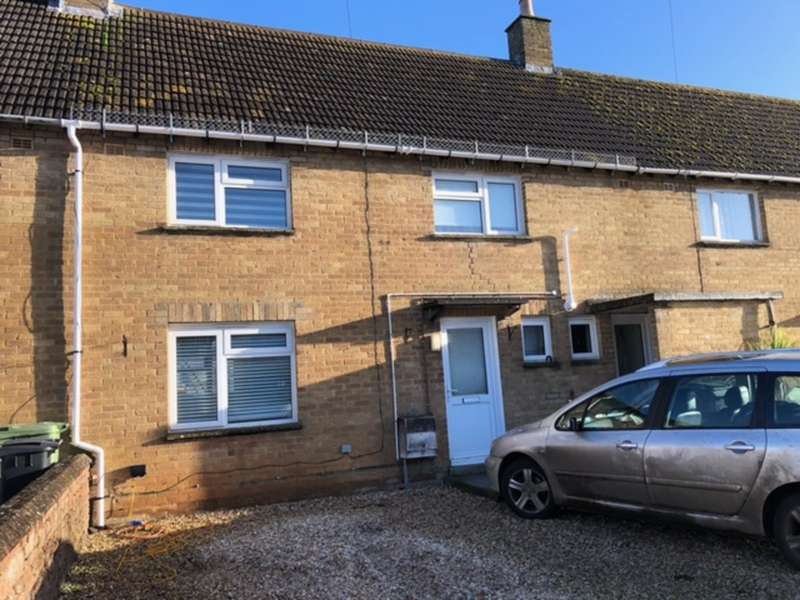 3 Bedrooms Terraced House for rent in Queens Field, Fairford