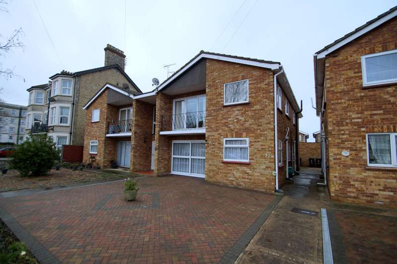 2 Bedrooms Flat for rent in Alton Road, Clacton on Sea