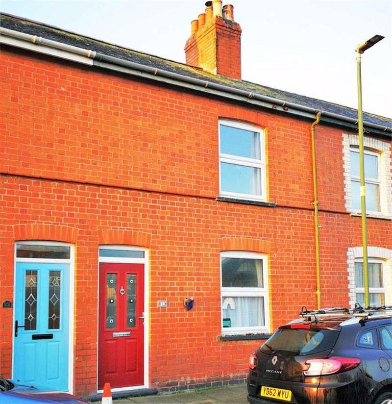3 Bedrooms Terraced House for sale in Glanrafon Terrace, Trefechan, Aberystwyth