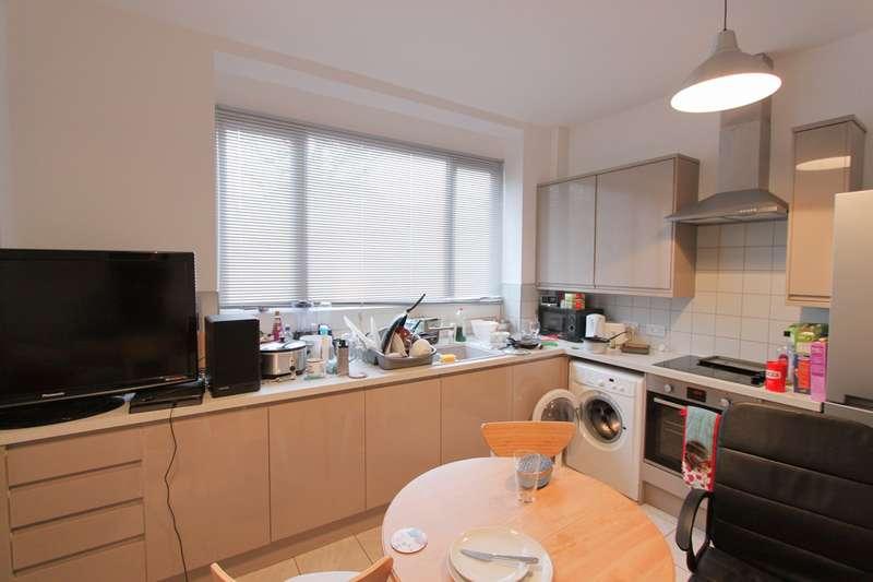 3 Bedrooms Flat for rent in Kellaway Avenue, Bristol, BS6