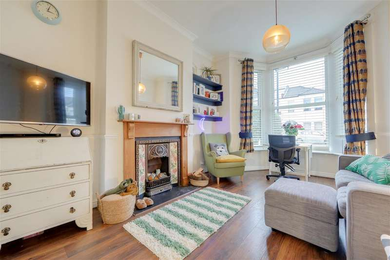 2 Bedrooms Flat for sale in Springbank Road, Hither Green, London