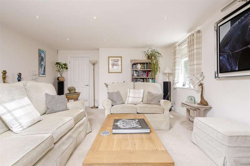 3 Bedrooms Apartment Flat for rent in Forge Steading, Banstead