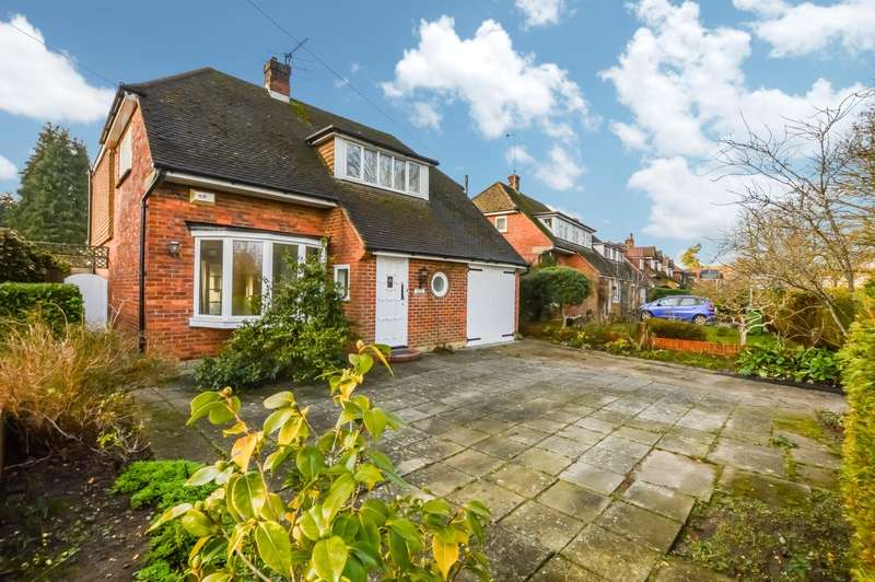 4 Bedrooms Detached House for rent in Coldharbour Road, Pyrford, Surrey, GU22
