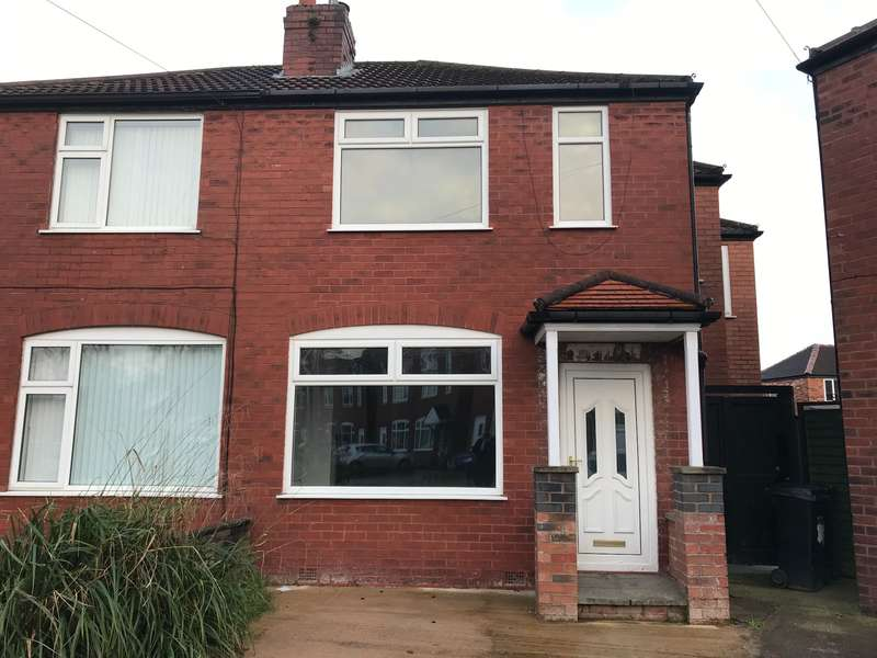 3 Bedrooms Semi Detached House for rent in Hartland Close, Stockport, SK2