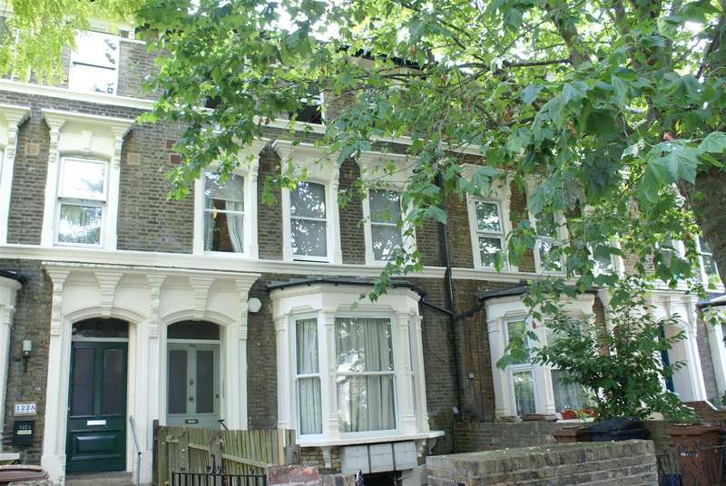 2 Bedrooms Flat for rent in Evering Road, Stoke Newington, N16
