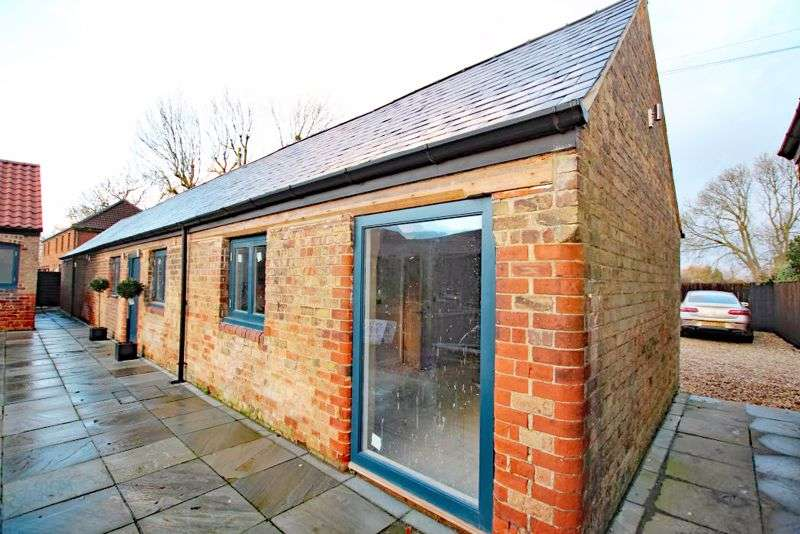 2 Bedrooms Property for sale in MANOR FARM BARNS, WELLS ROAD, HEALING