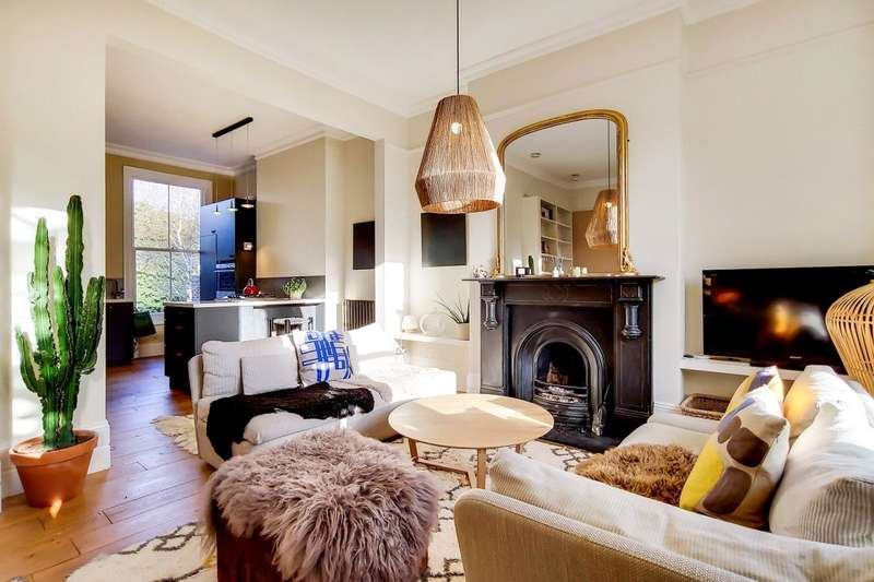 3 Bedrooms Flat for sale in St. Georges Avenue, London, N7