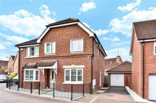 4 Bedrooms Detached House for sale in Athoke Croft, Hook, Hampshire