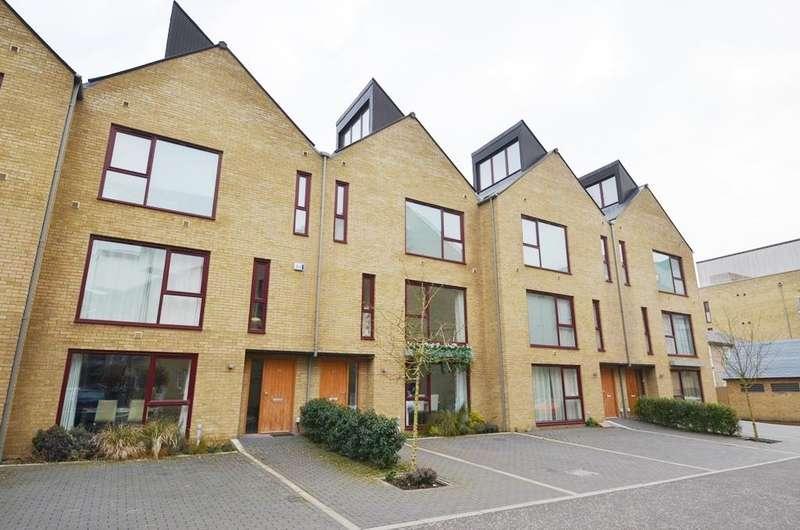 4 Bedrooms Detached House for rent in Kings Mill Way, Denham, Uxbridge, UB9