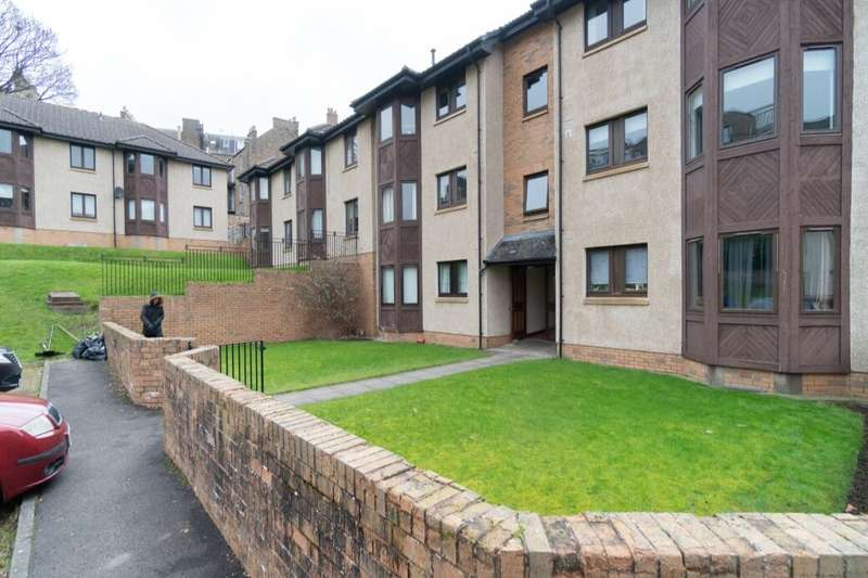 2 Bedrooms Flat for rent in Taylors Lane, Dundee, DD2