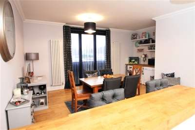 2 Bedrooms Flat for rent in Station Road, West Wickham, BR4