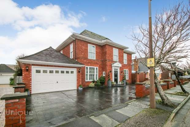 5 Bedrooms Detached House for sale in Holmefield Close, Thornton-Cleveleys, FY5