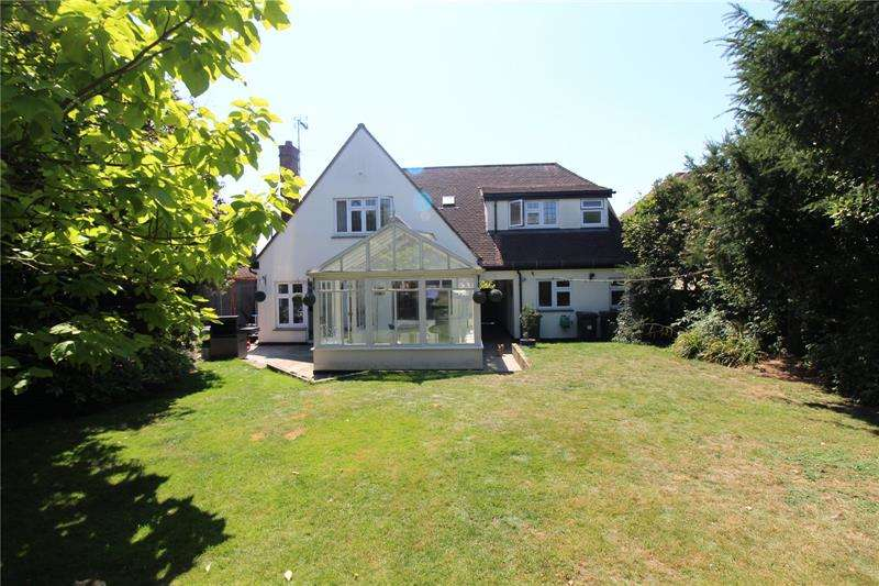 4 Bedrooms Detached House for sale in Holly Tree Gardens, Rayleigh, Essex, SS6