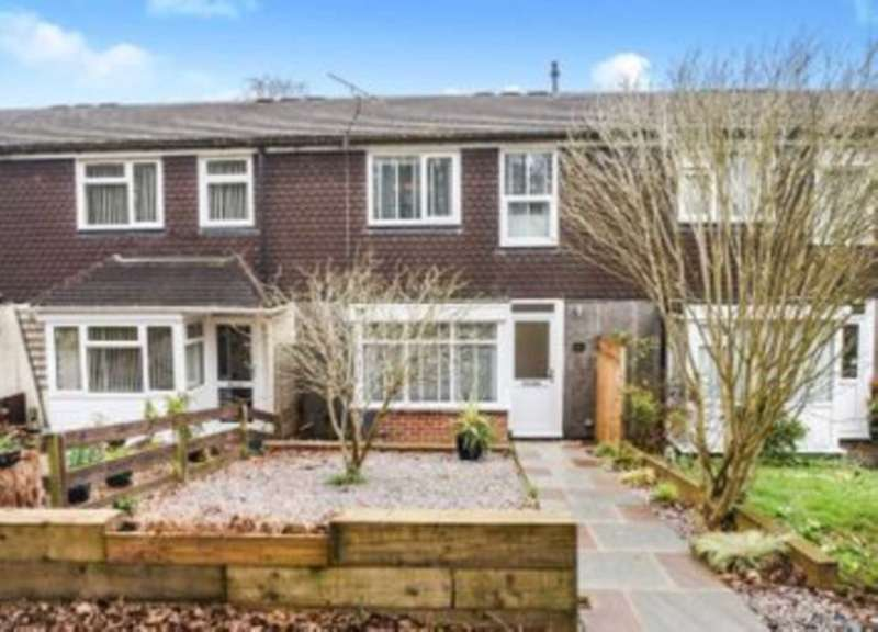 3 Bedrooms Terraced House for rent in Slade Close, Chatham