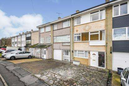4 Bedrooms Terraced House for sale in Hornchurch, Havering, .