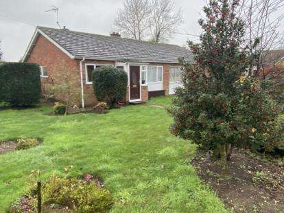 2 Bedrooms Bungalow for sale in Stowupland, Stowmarket, Suffolk