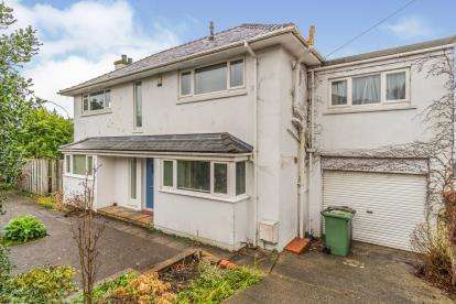 3 Bedrooms Detached House for sale in England Road North, Caernarfon, Gwynedd, LL55