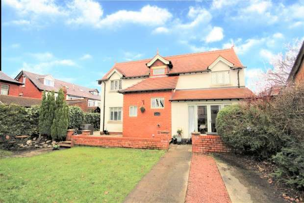 3 Bedrooms Detached House for sale in Highgate Close, Preston, PR2