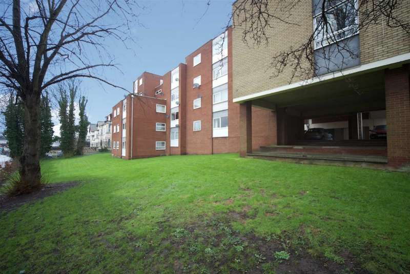 2 Bedrooms Flat for sale in Moulton Court, Luton