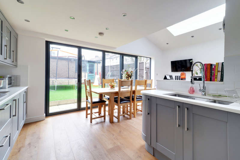 4 Bedrooms End Of Terrace House for sale in Coningsby Road, Stroud Green