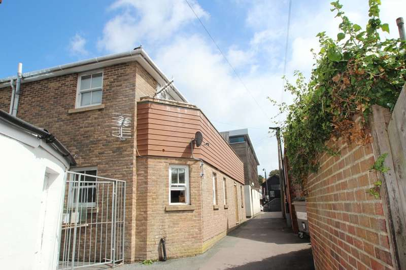3 Bedrooms Flat for rent in Bowling Green Lane, Newport
