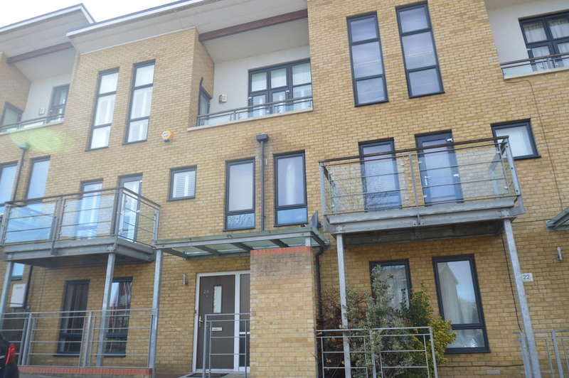 4 Bedrooms Town House for sale in Waterstone Way, Greenhithe, DA9 9TU