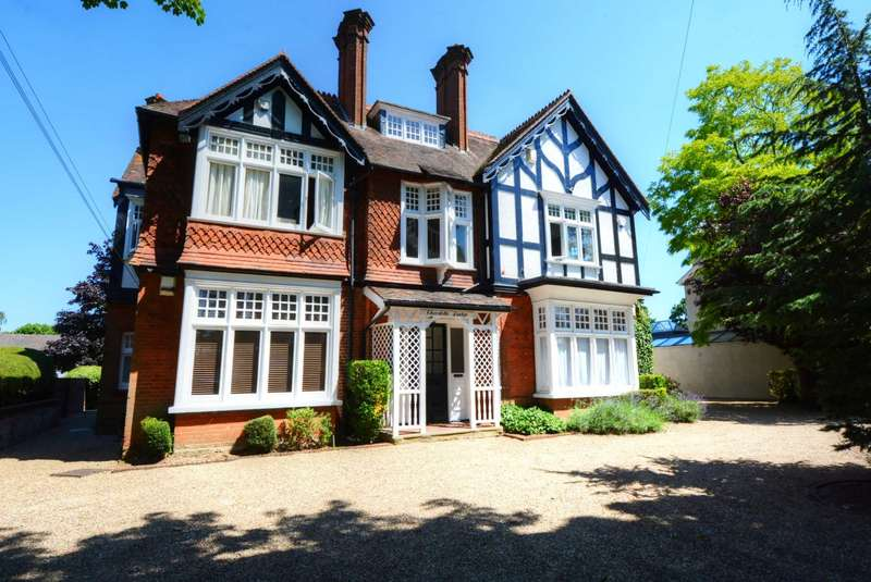 2 Bedrooms Apartment Flat for rent in Ray Park Avenue, Maidenhead