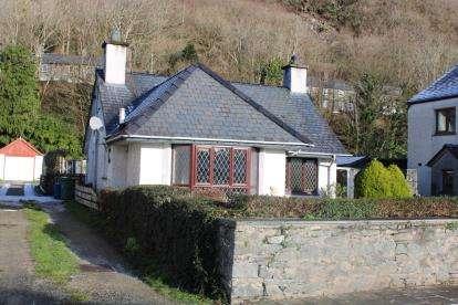 3 Bedrooms Bungalow for sale in Dublin Street, Tremadog, Porthmadog, Gwynedd, LL49