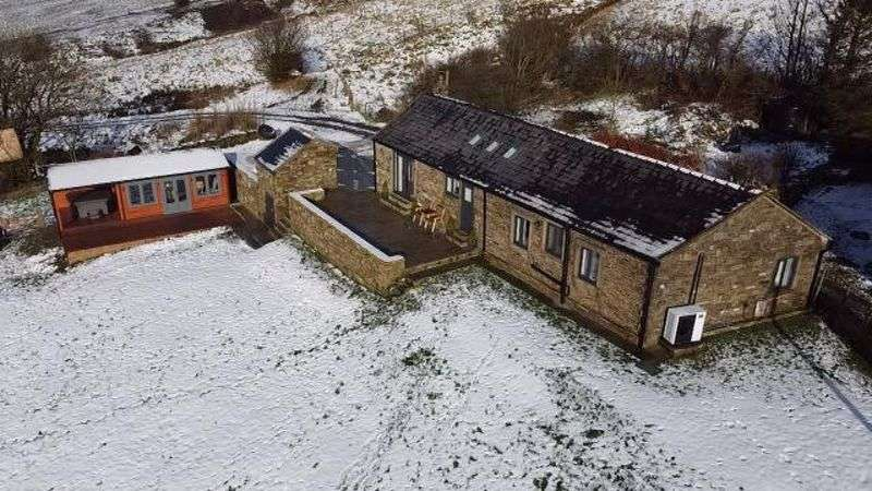 3 Bedrooms Property for sale in ROCHDALE ROAD, Bacup, Britannia OL13 9XF