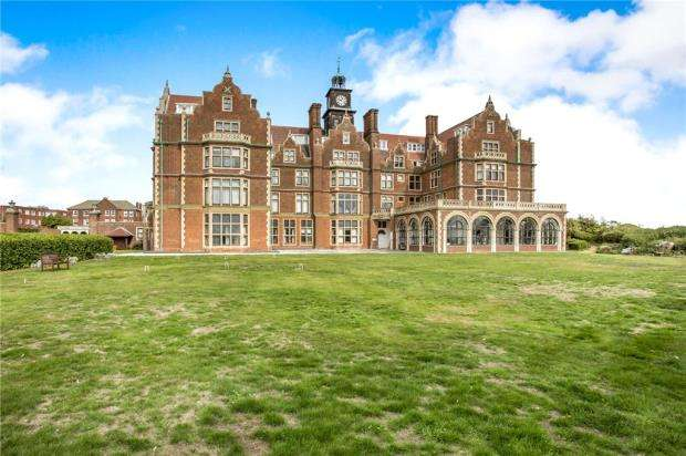 2 Bedrooms Apartment Flat for sale in Cobbold Road, Felixstowe, Suffolk