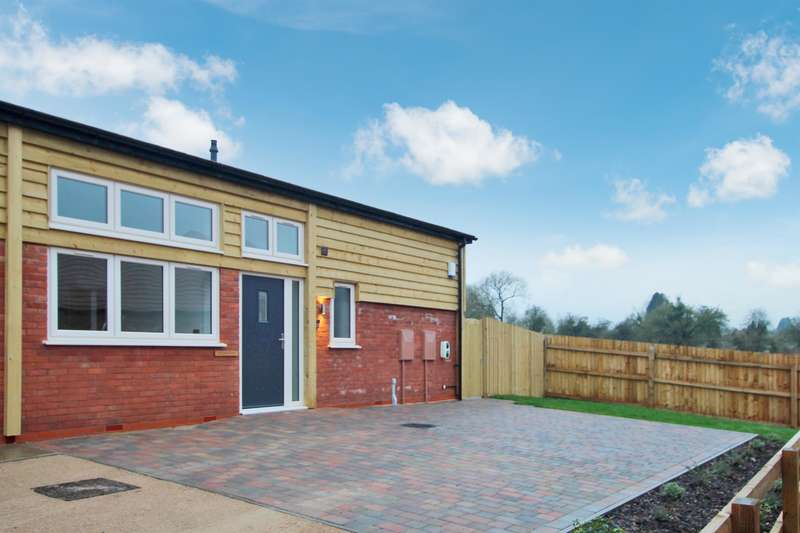 3 Bedrooms Bungalow for sale in Astwood Lane, Feckenham, Redditch, B96 6HP