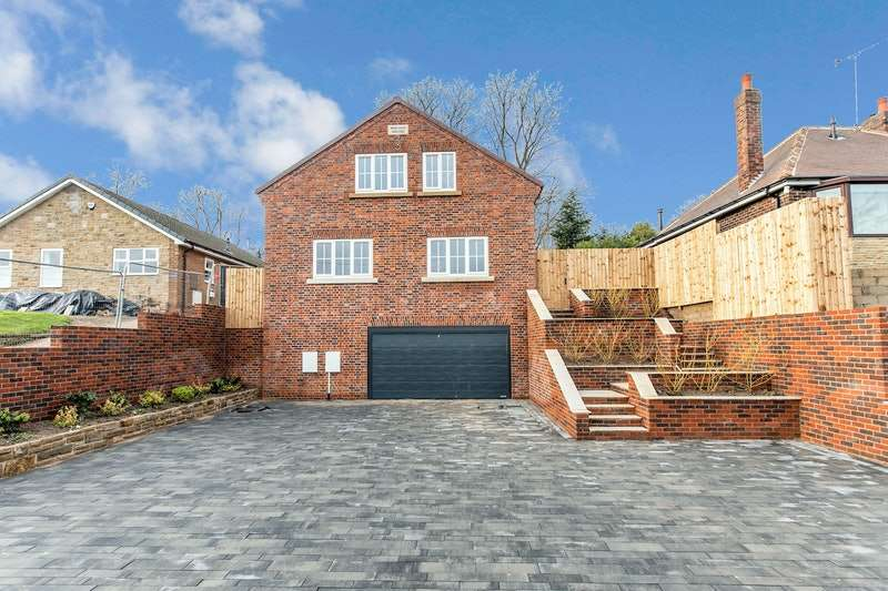 4 Bedrooms Detached House for sale in Waggon lane, upton, Upton pontefract, West Yorkshire, WF9