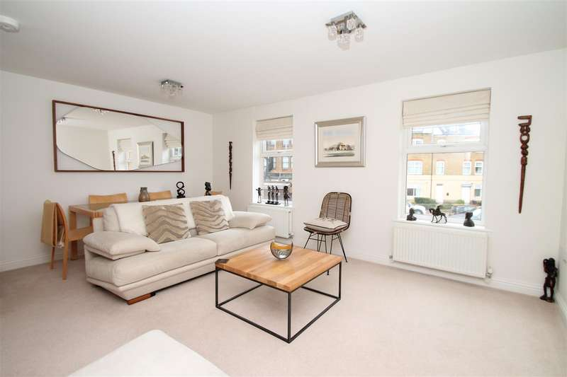 2 Bedrooms Flat for sale in Buttery Mews, Southgate, London N14