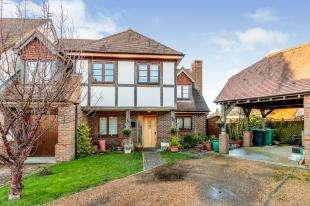 3 Bedrooms Semi Detached House for sale in Colemans Way, Hurst Green, Etchingham, East Sussex