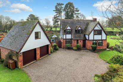 4 Bedrooms Detached House for sale in Rowley Avenue, Rowley Park, Stafford, Staffordshire