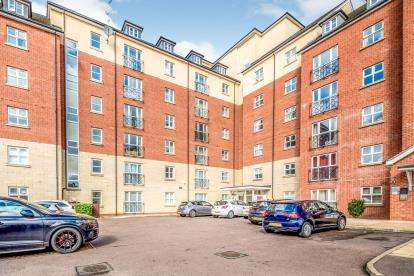3 Bedrooms Flat for sale in Wheelwright House, Palgrave Road, Bedford, Bedfordshire